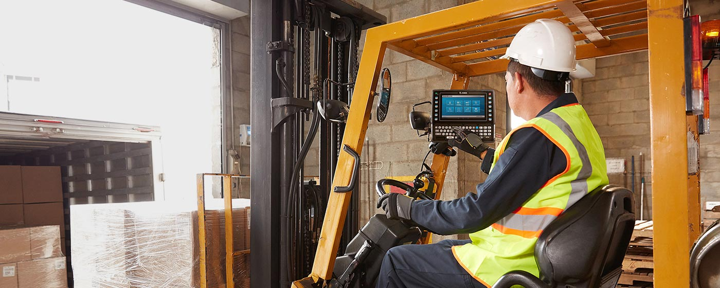 Forklift worker using VC8300 vehicle-mounted mobile computer